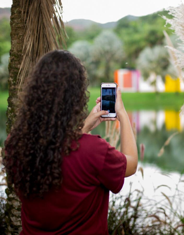 Visitante no Inhotim em Brumadinho projeto Pode Entrar
