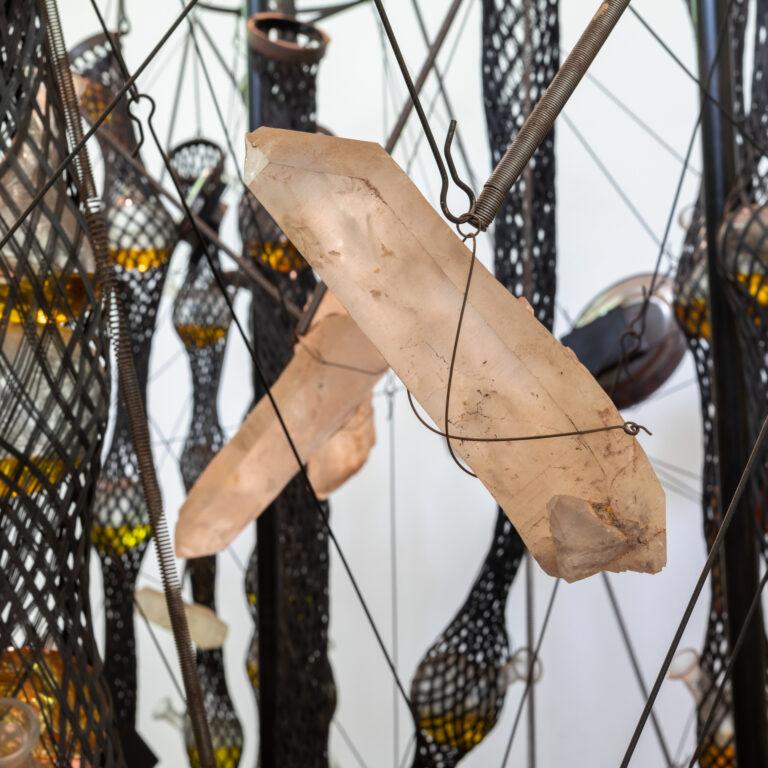 Obra Cooking Crystal Expanded, 2009, Tunga. Acervo de arte contemporânea Inhotim