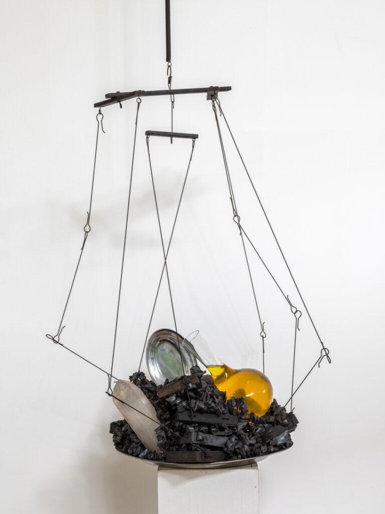 Obra X-Estudo, 2009, de Tunga. Acervo de arte contemporânea Inhotim